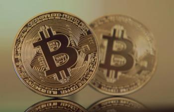 衝撃!「ビットコインが5年以内に3200万円を越える」ことに、7億円を賭けた専門家が登場!